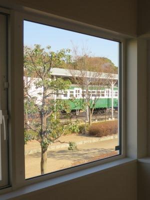 電車の見える窓