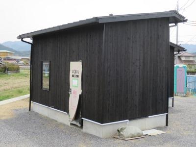 焼杉のガレージ棟