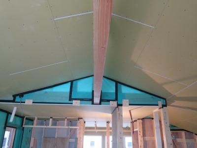 化粧梁と天井ボード貼り