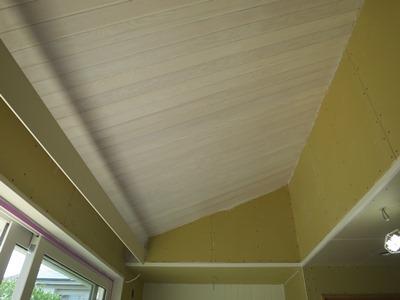 天井羽目板の塗装