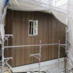 外壁の板貼りとスケルトン階段