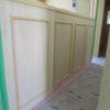 腰壁の板張りとモールディング壁