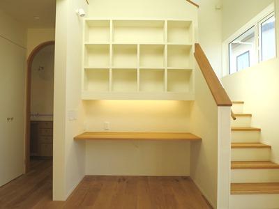 造作カウンターと本棚