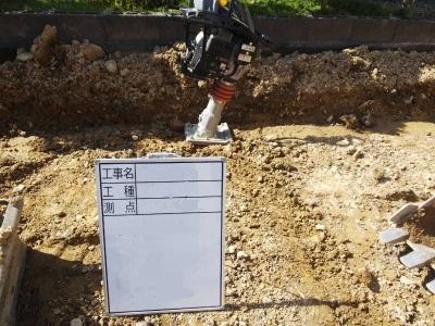 掘削と転圧