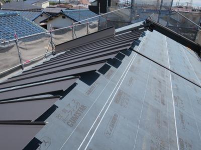 SGL鋼板屋根葺き