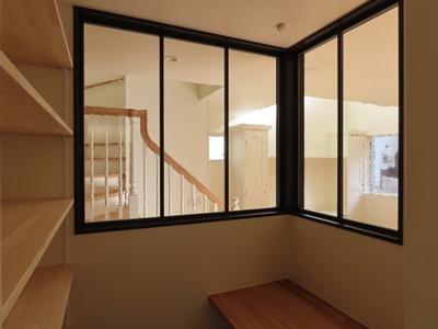 室内コーナー窓