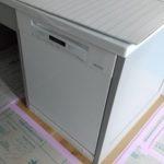ミーレ食洗機と階段装飾スリット手摺