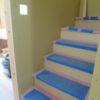 階段造作と腰壁本棚造作