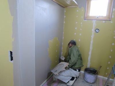 漆喰下塗り