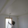 漆喰塗りのアール壁と造作キッチン