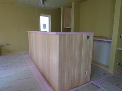 キッチン対面壁板張り